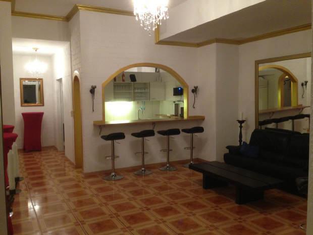 Eingang mit Bar / Lounge